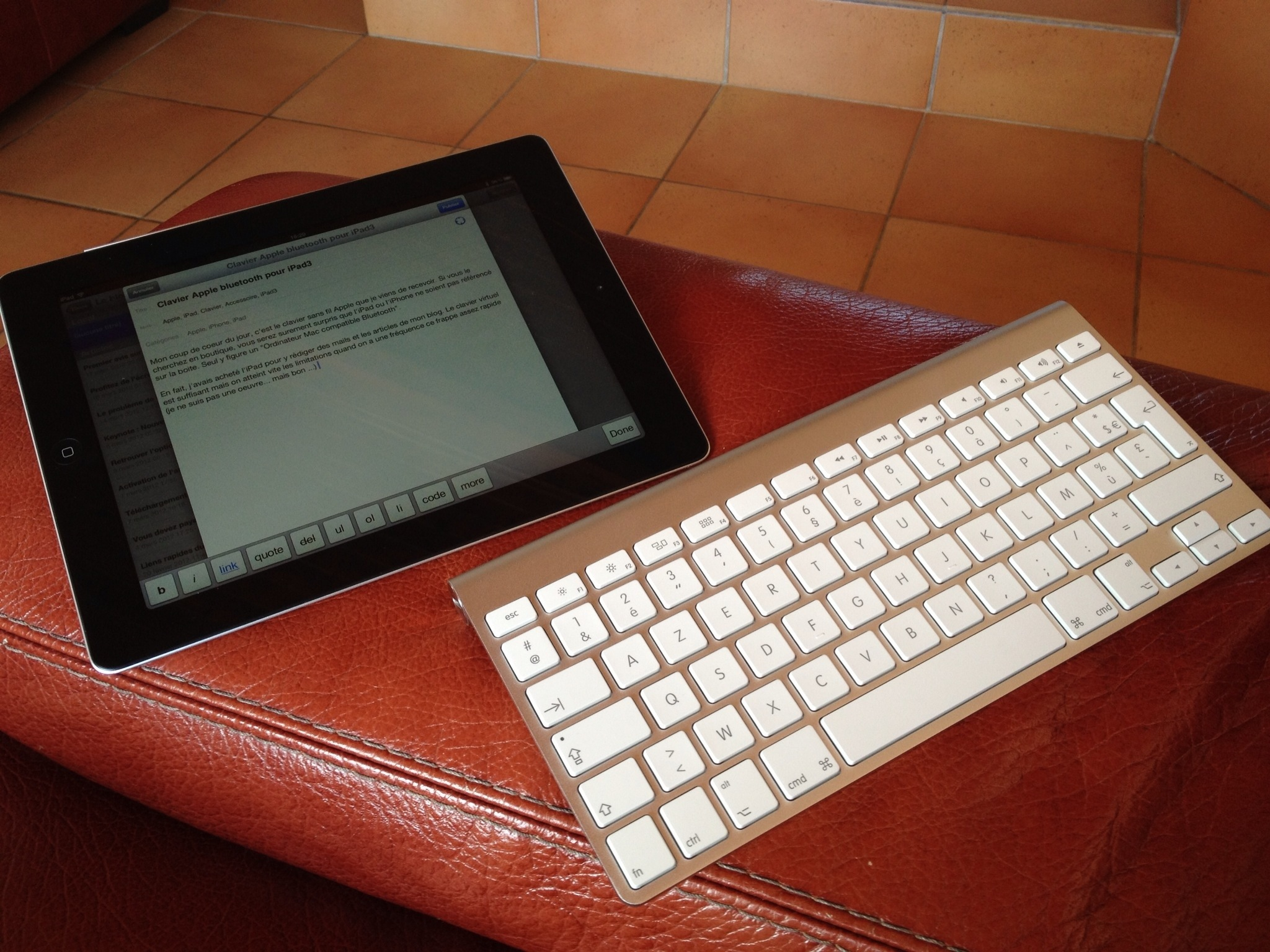 test clavier apple bluetooth pour ipad et iphone. Black Bedroom Furniture Sets. Home Design Ideas
